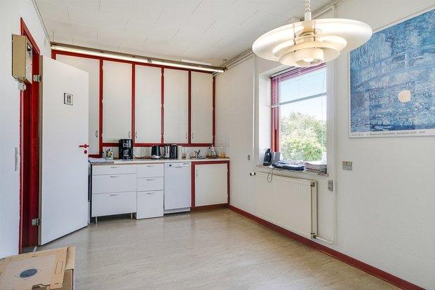 Køkken i kontormiljø